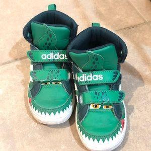 Adidas little boy alligator 🐊 high tops size 8